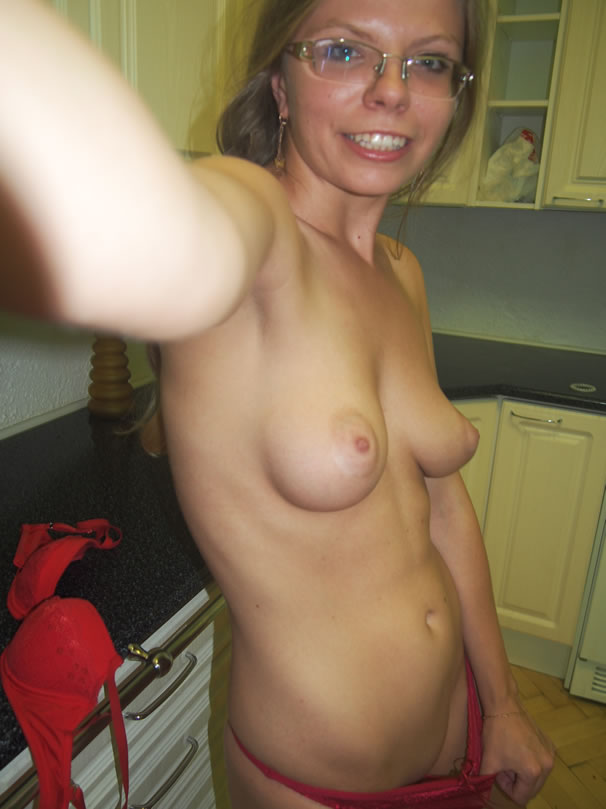 Even with her glasses on you can tell this amateur is hot as fuck!
